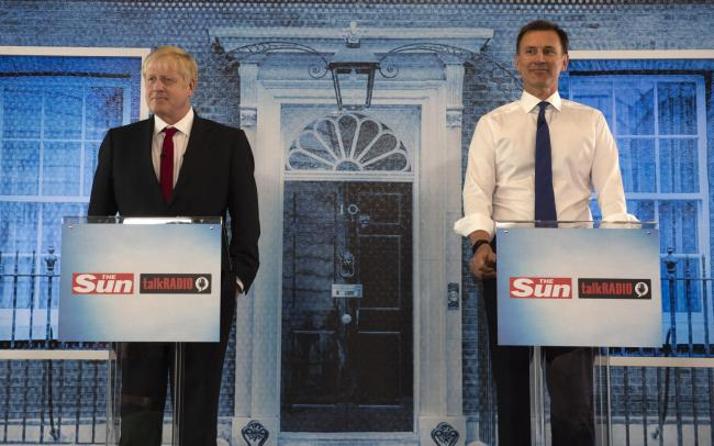 Numbers game: Hunt says failure to commit to bring down net migration would be 'betrayal' of 2016 poll