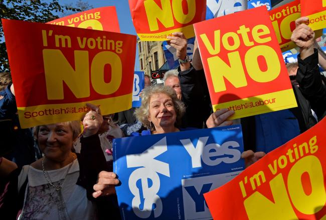 Yes and No voters protest as John Prescott and Alistair Darling join the Scottish Labour Battle Bus on Rutherglen main street on September 10, 2014 in Glasgow.