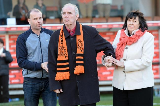 15/02/14 SCOTTISH PREMIERSHIP..DUNDEE UTD V KILMARNOCK (3-2)..TANNADICE - DUNDEE..Ex-Dundee Utd ace Frank Kopel, and wife Amanda, make an appearance on the pitch at half time as part of the Frank Kopel Alzheimer's Awareness Campaign.