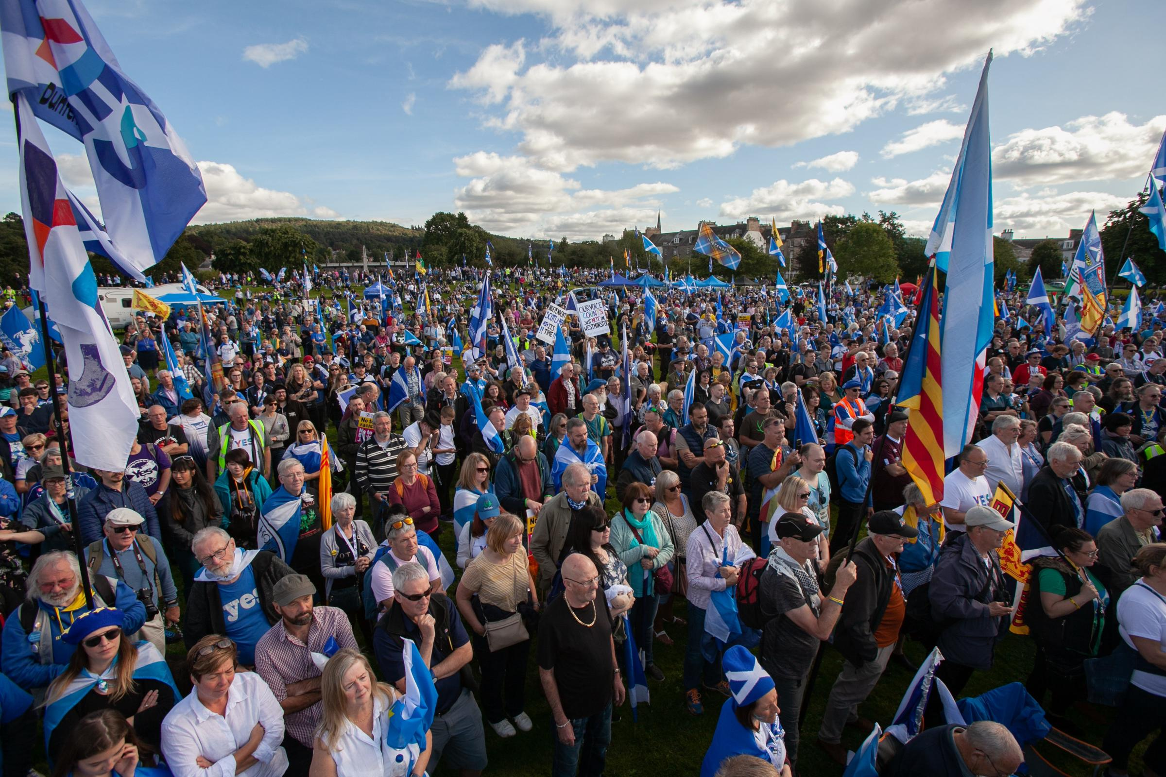 Petition launched to require two-thirds majority for independence