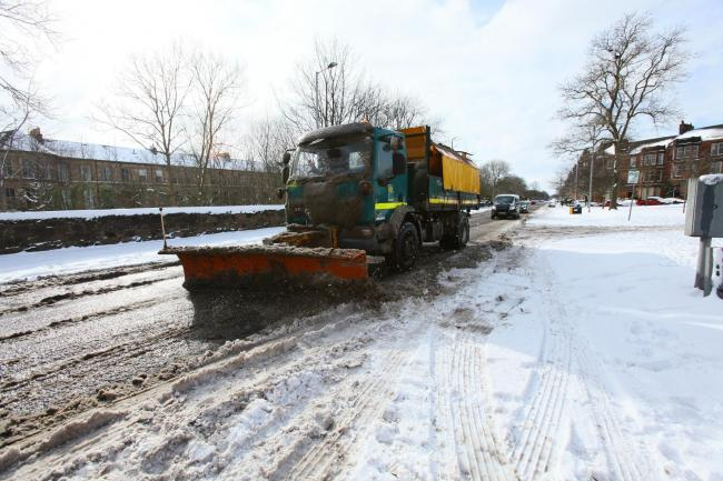 Snow photographs, Thursday 1st march 2018.  A gritter on Darnley road, Pollokshields, Glasgow...   Photograph by Colin Mearns.1 March 2018..