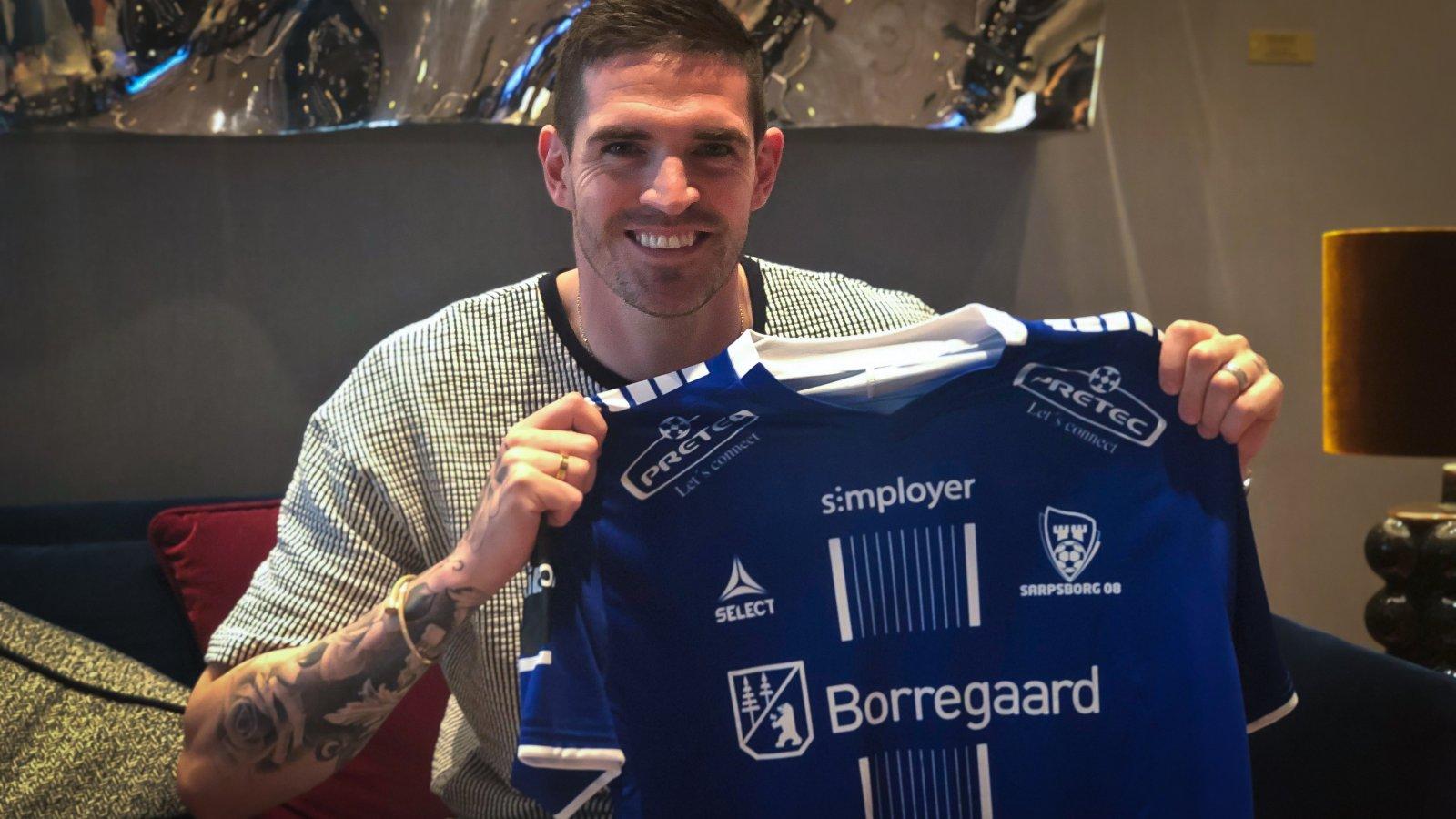 Former Rangers striker Kyle Lafferty shares bonus with Sarpsborg team-mates