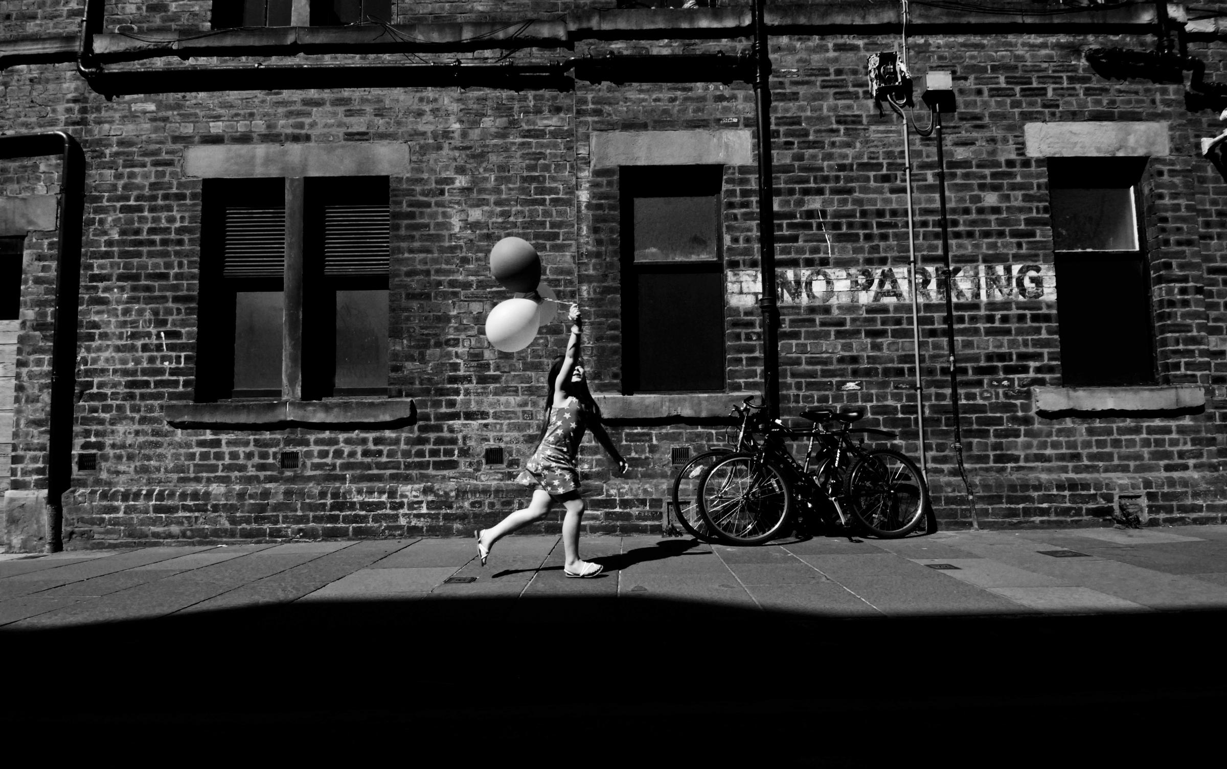 Glasgow Eye: Brian Anderson's black and white street photographs capture the city in all its colours