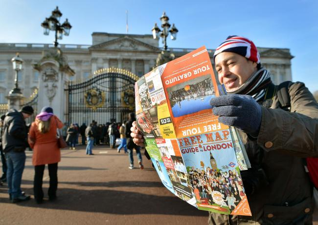 Royal-loving tourists are drawn to Buckingham Palace