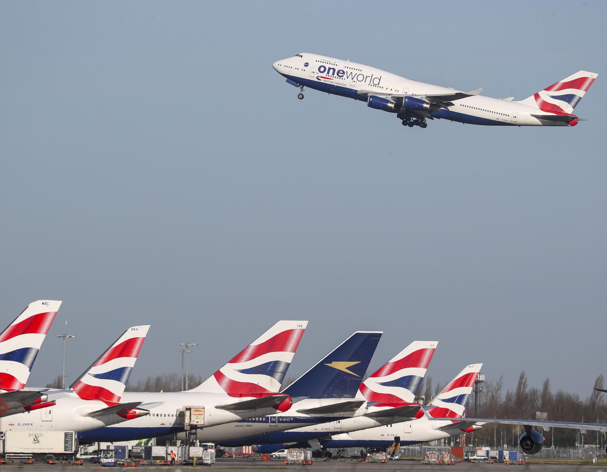 El mercado sube a pesar de los problemas de las empresas de viajes
