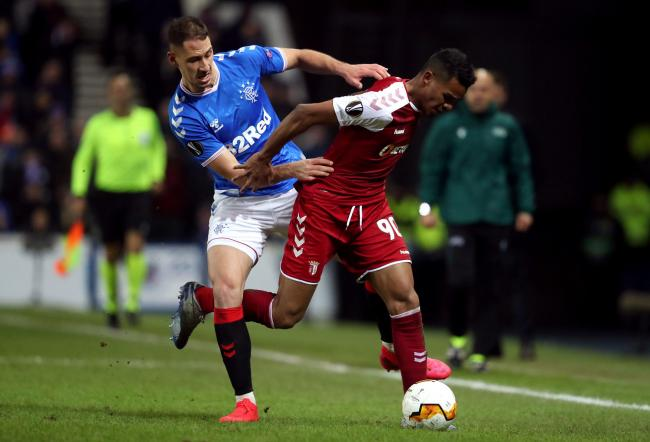 Nikola Katic and Wenderson Galeno tussle for the ball