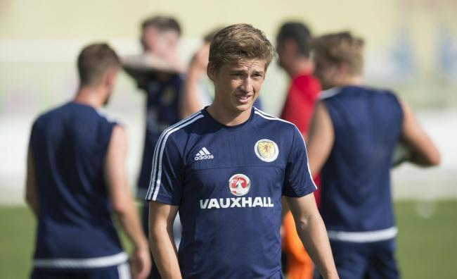 Ex-Dundee United and Hibs ace Ryan Gauld celebrates promotion to Portuguese top-flight after Liga Pro called early