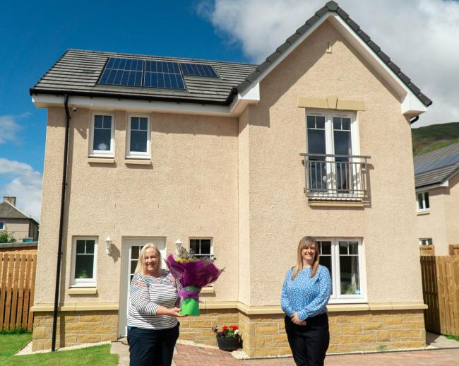 Say it with flowers – new Allanwater resident, Sonia Grant, left, with Lynn McNair, sales adviser at the Silver Glen development in Alva