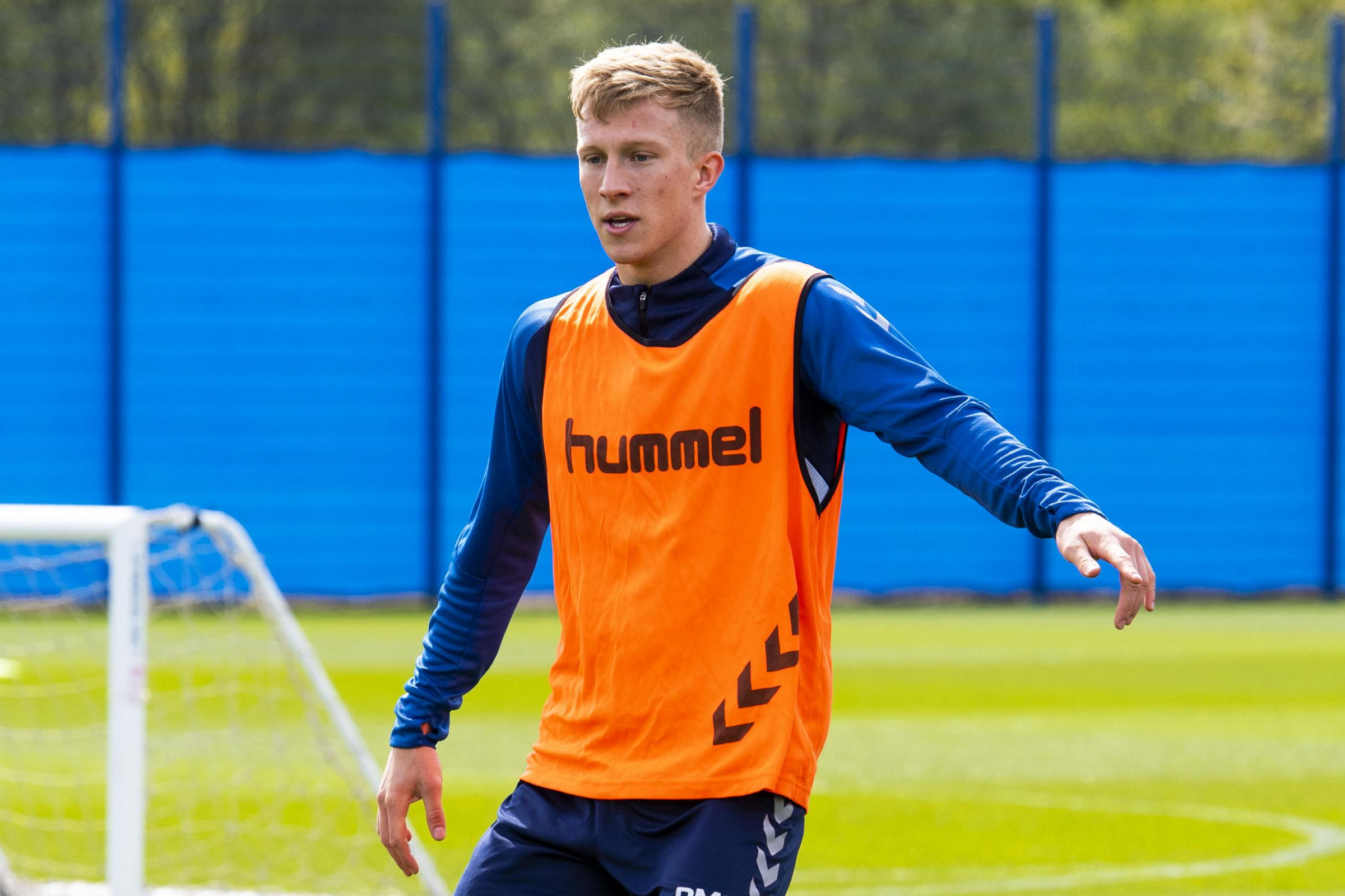 Hibernian make bid to land Rangers midfielder Ross McCrorie