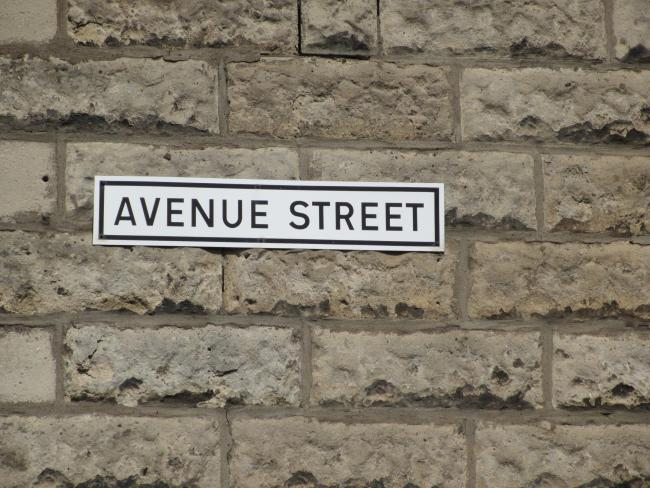 We've been attempting to discover the laziest person of all time. Kenny Walker suggests whoever came up with this street name, which he spotted near Farme Cross in Rutherglen.