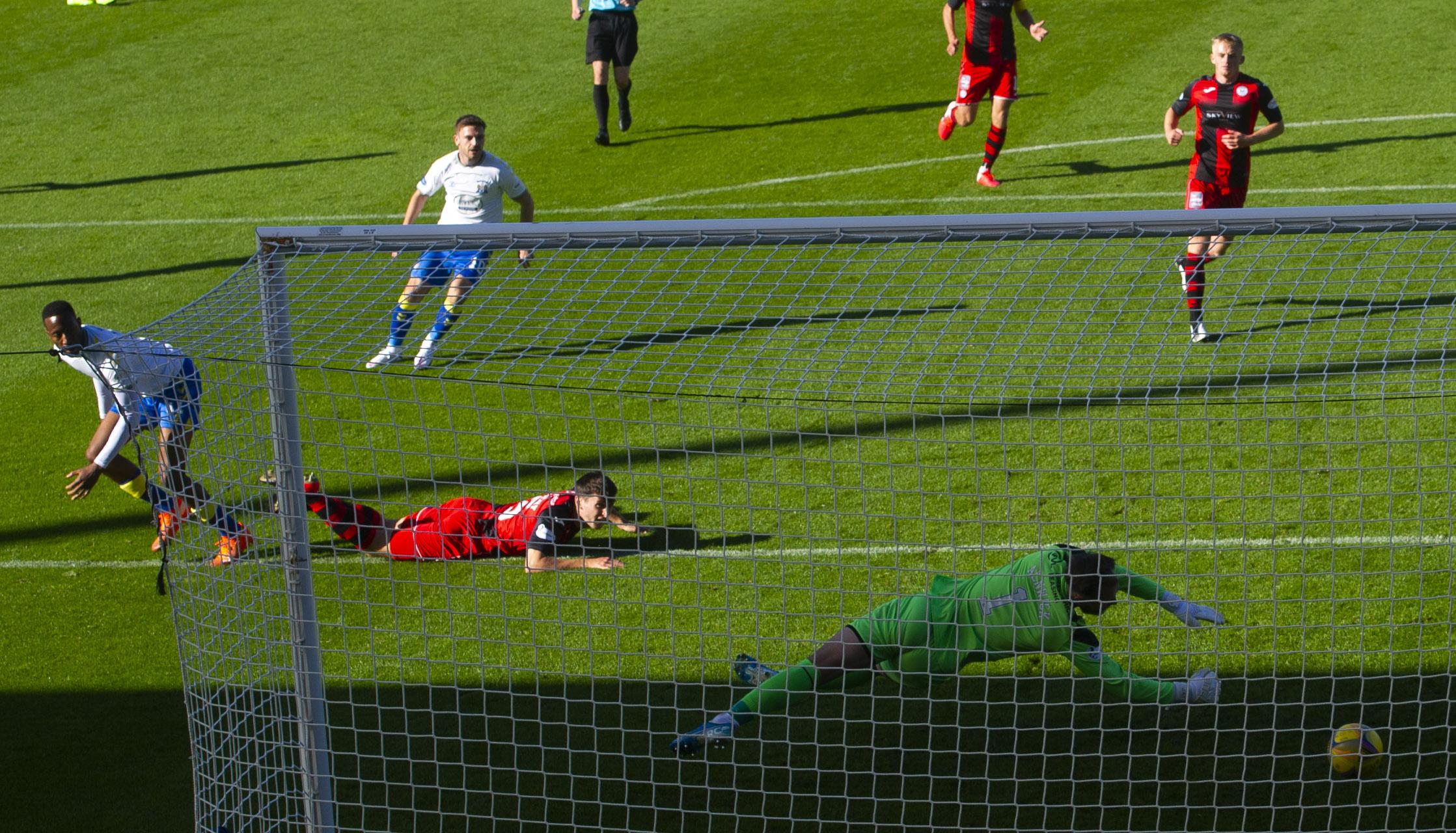 St Mirren 0, Kilmarnock 1: Kabamba pounces to send Buddies bottom