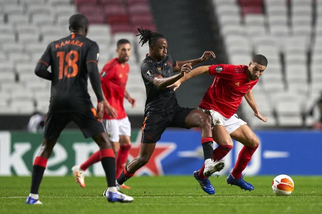 Joe Aribo competes for the ball with Adel Taarabt
