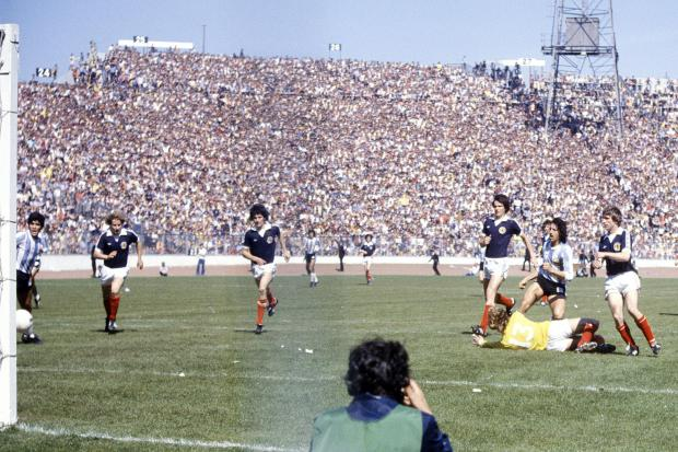 Argentina's Leopoldo Luque (2nd right) beats goalkeeper George Wood to score a goal set up by Diego Maradona (left)