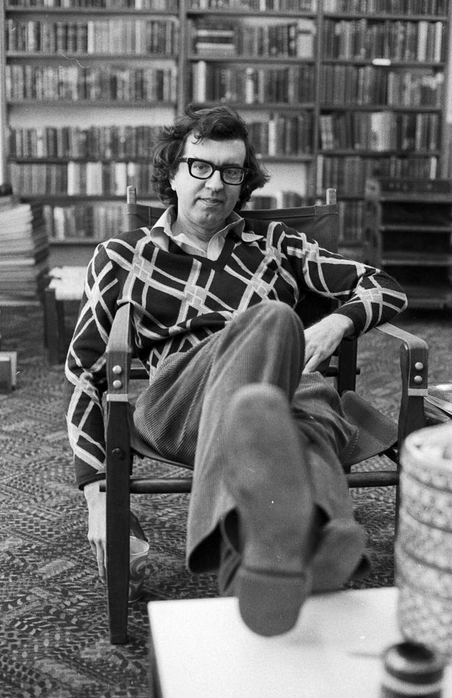 Larry McMurtry, photographed in his bookstore, Booked Up, in the late 1970s. (Photo by Diana Walker/Getty Images).