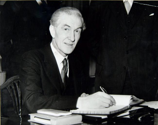 John Maclay signs the visitors' book during a visit to Glasgow City Chambers in 1957