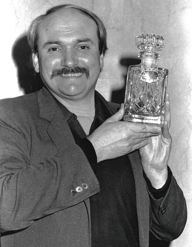 Chris Carrell with the Glasgow Herald Mayfest award in 1985