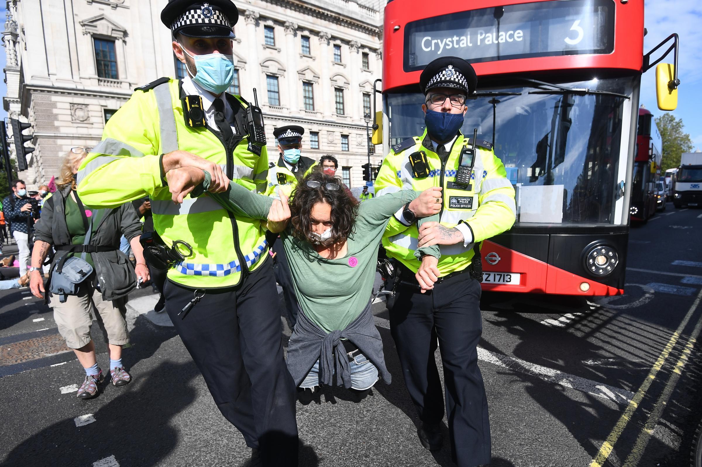 COP26: Extinction Rebellion memperingatkan 'tidak ada pilihan' atas gangguan Glasgow