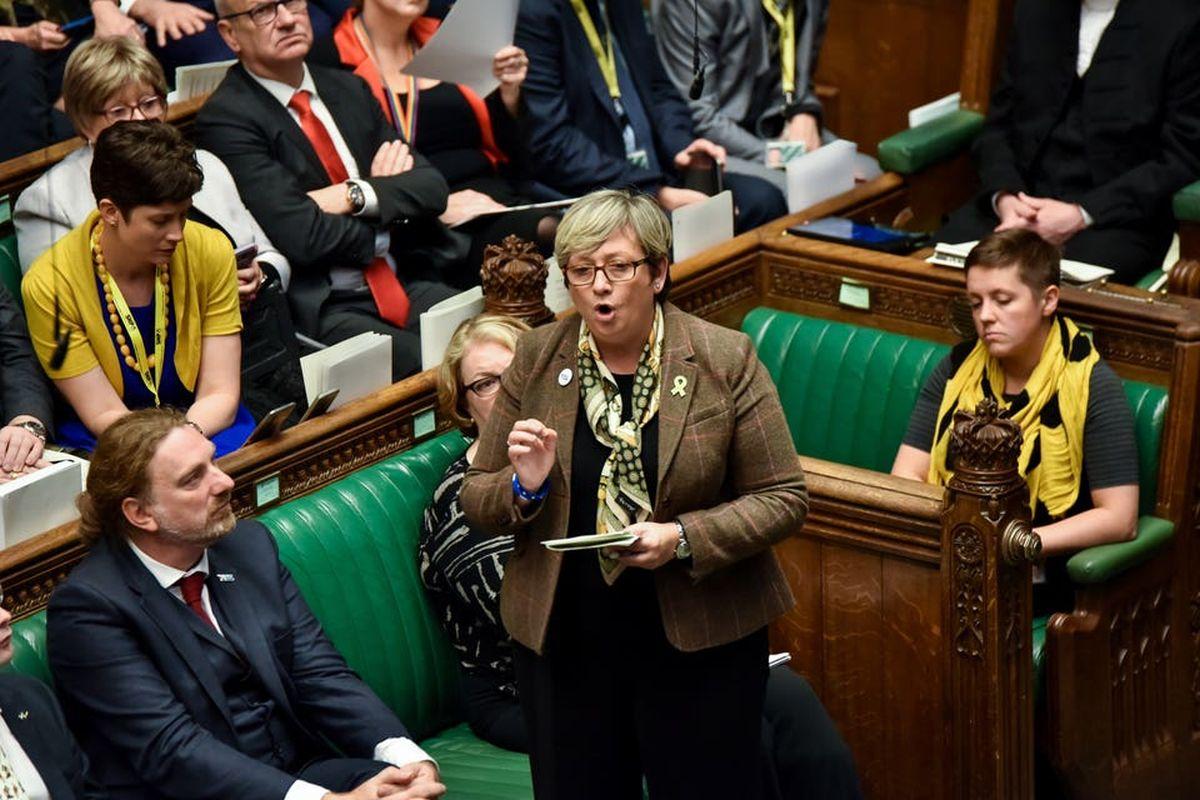 Anggota parlemen SNP Joanna Cherry bergabung dengan anggota parlemen Alba dalam melawan gerakan protes Holyrood