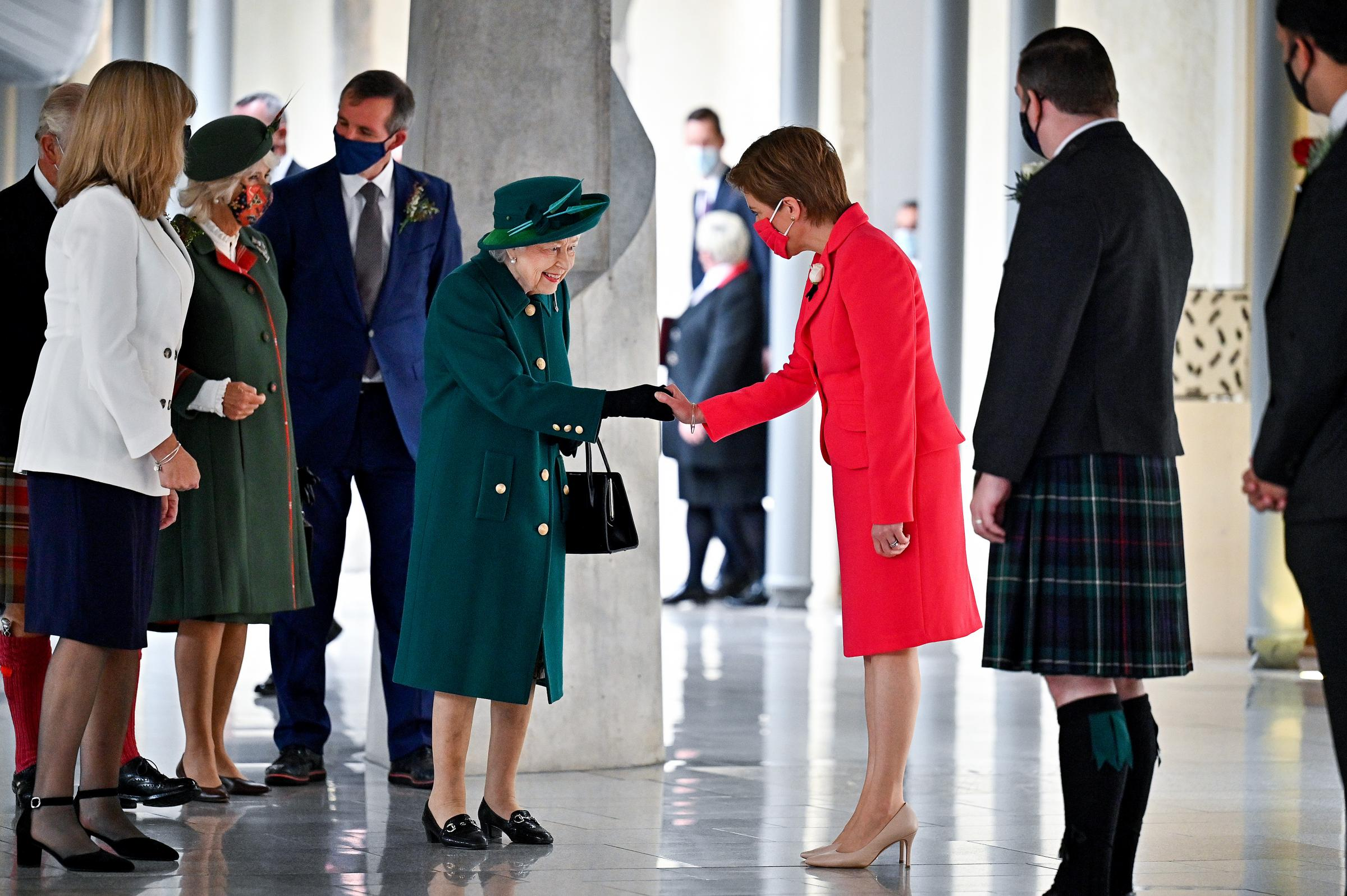 Ratu bertemu Nicola Sturgeon dan para pemimpin partai Skotlandia di Edinburgh