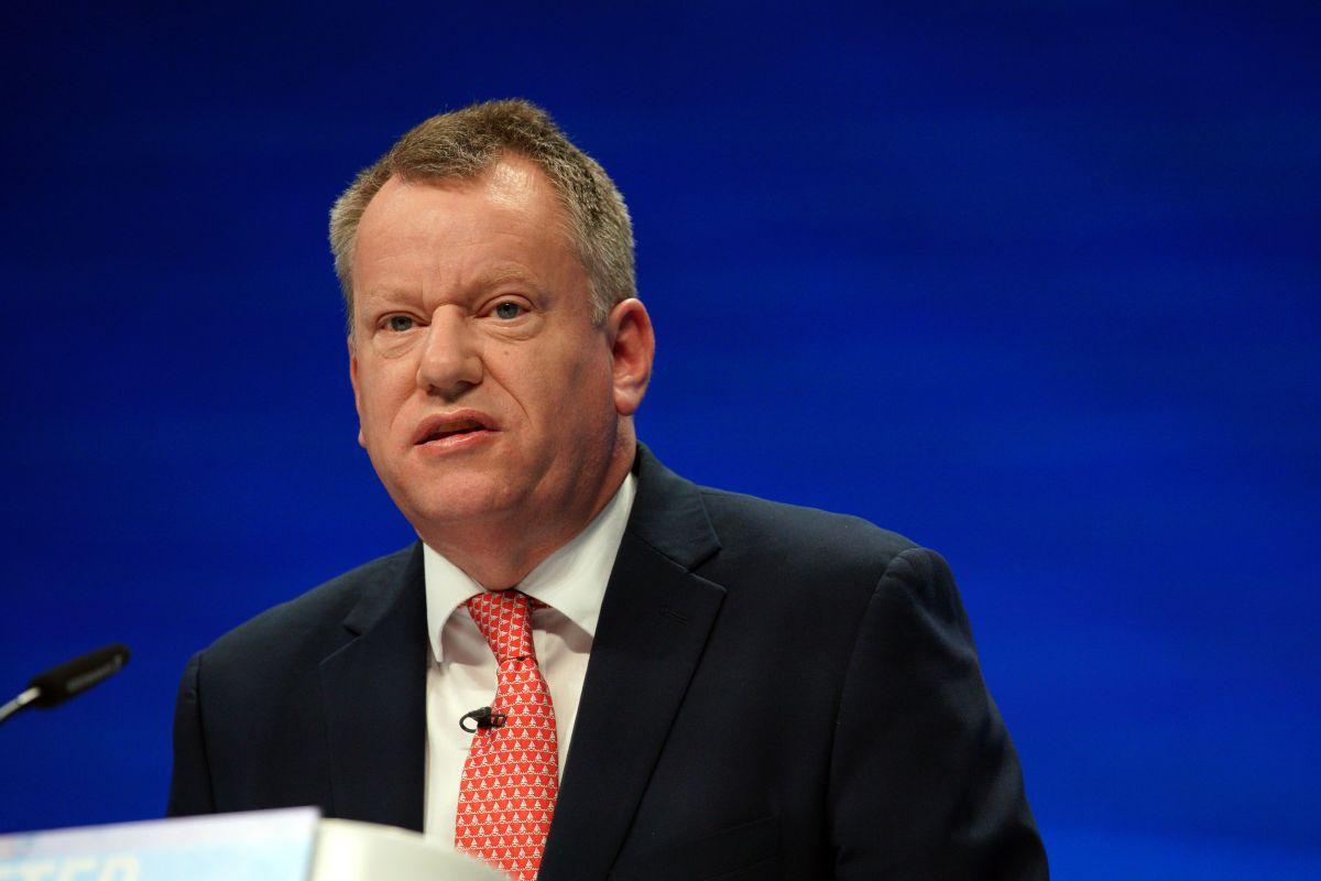 Reino Unido advierte sobre violencia en Irlanda del Norte a menos que se reemplace el protocolo