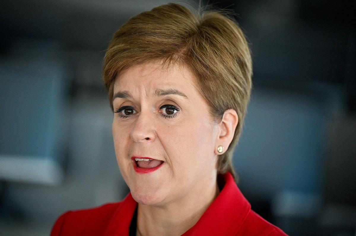 Sturgeon akan mempublikasikan rencana 'pengejaran' setelah Skotlandia meleset dari target iklim