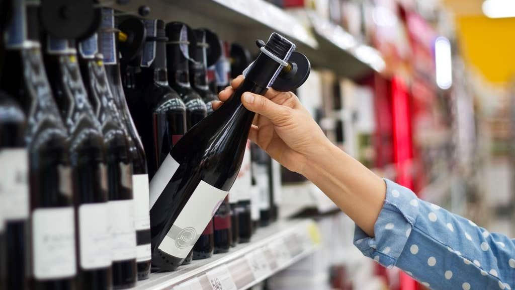 Tesco membuat perubahan keamanan ke gang alkohol menjelang Natal
