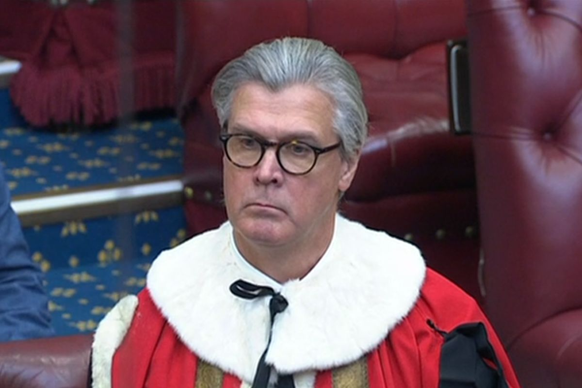 El donante millonario conservador Malcolm Offord toma asiento en la Cámara de los Lores