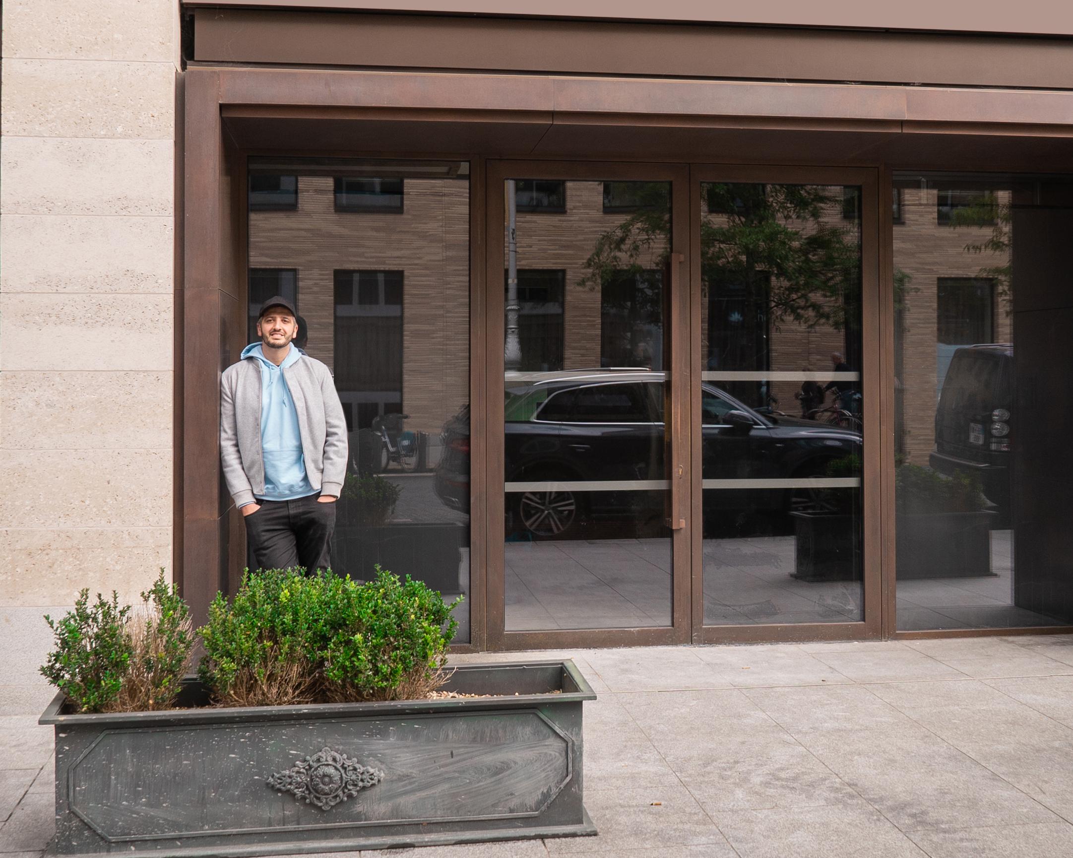 Koki Glasgow Nico Simeone membuka restoran pertama di luar Inggris