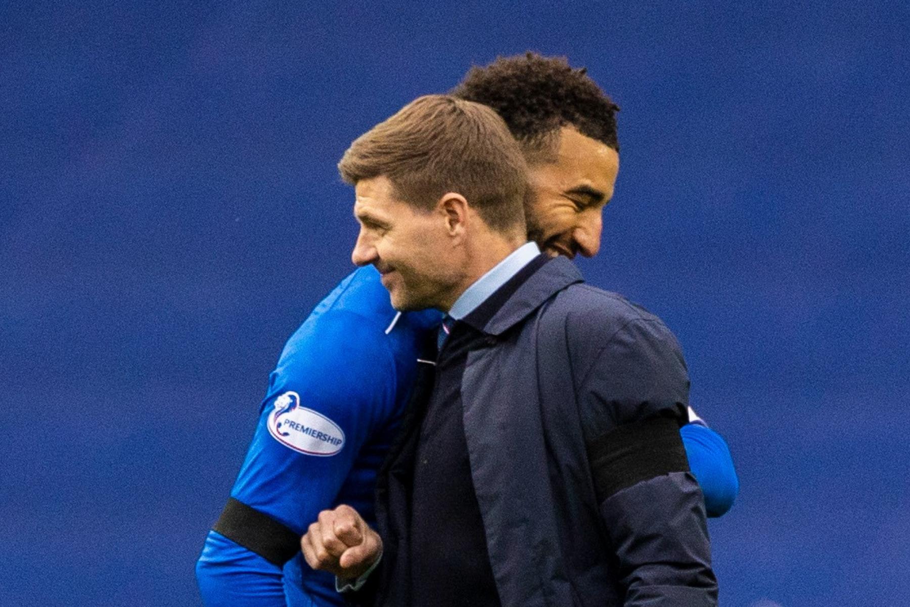 El jefe de los Rangers, Steven Gerrard, responde a los comentarios sobre la negociación del contrato de Connor Goldson