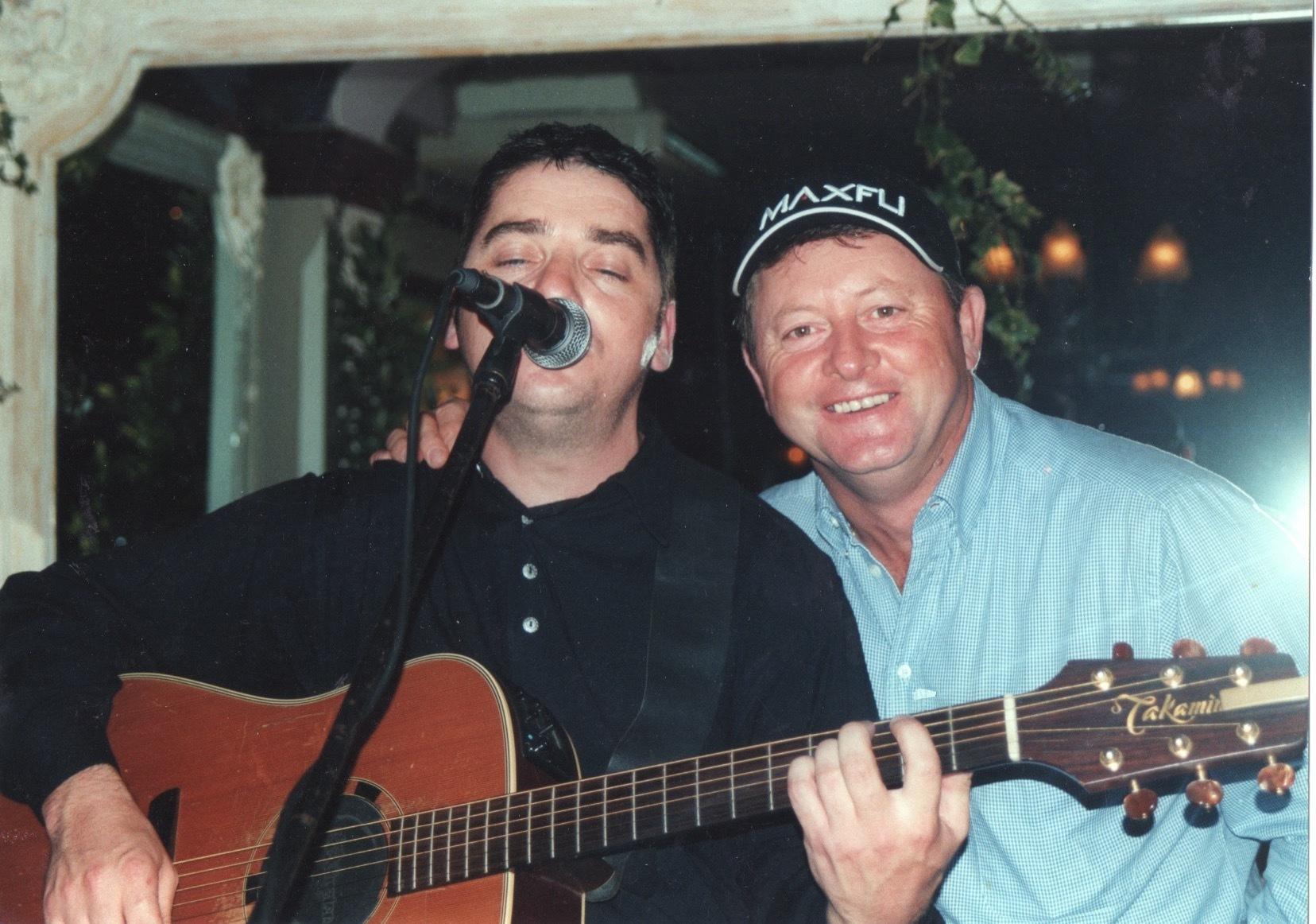 JJ Gilmour.  Album Terbesar Sunnyside PAL Scotland