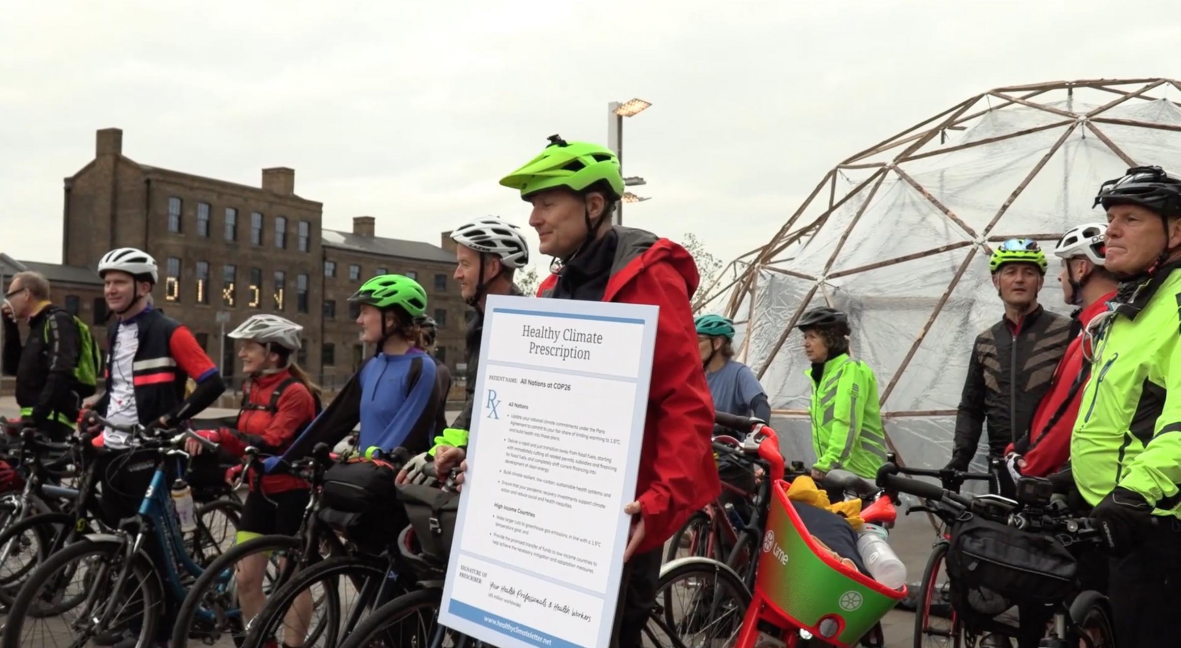 Pasien dan staf rumah sakit bersepeda dari London ke Glasgow untuk menyoroti polusi