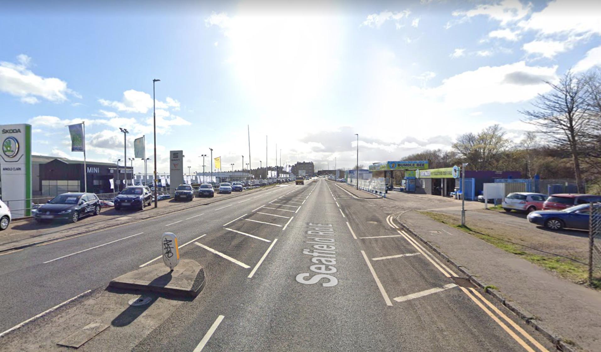 Seafield Road Edinburgh: Pensiunan Skotlandia dalam kondisi kritis setelah dua kecelakaan mobil