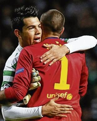 Celtic's Miku embraces Barca goalkeeper Victor Valdes