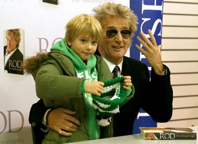 Small Face: Rod Stewart brings son to book-signing