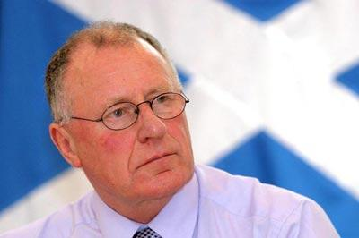 Dennis Canavan says people need to think about the kind of Scotland they want if there is a yes vote in the 2014 referendum