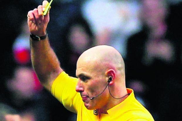 Referee Howard Webb can't escape mind gamesPhotograph: Getty