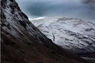 Three people caught in avalanche in Cairngorms