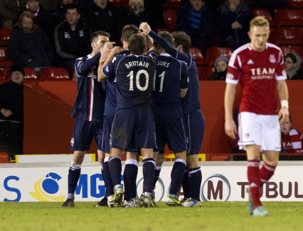 Gary Glen's late goal gave Ross County a fourth consecutive win and left Aberdeen in despair