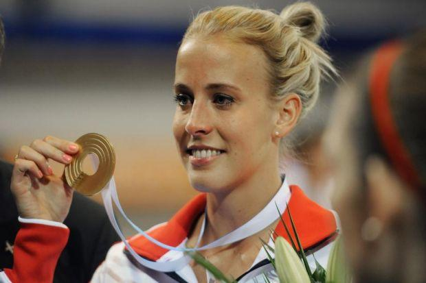 Lynsey Sharp shows off her gold medal  Photograph: Getty