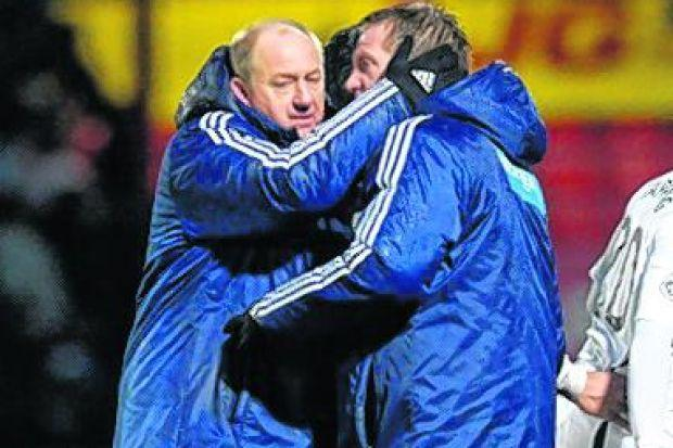 Billy Brown congratulates Gary Locke at full-time. Picture: SNS