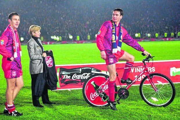On yer bike: Stephen Glass stood out for Aberdeen in the 1995 final. Picture: SNS