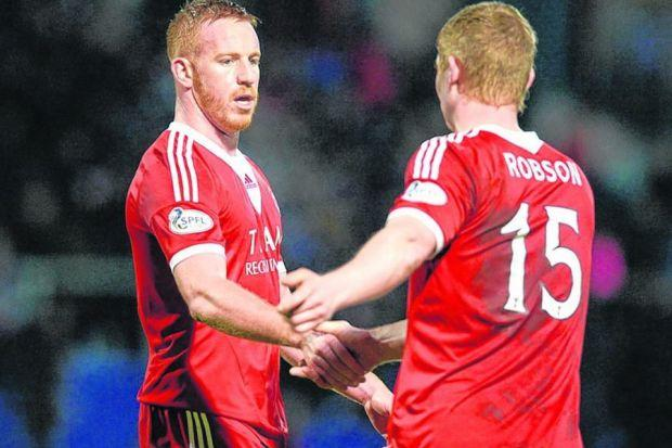 Aberdeen scorer Adam Rooney, left, shakes hands with team-mate Barry Robson at full-time. Picture: SNS