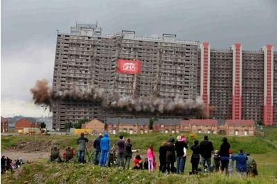Thousands oppose Red Road demolition at Games opening