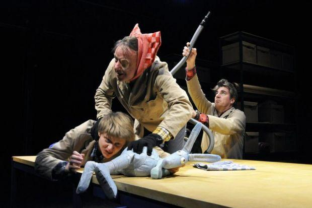 MANxMOUSE: A madcap mix of puppetry and performance.