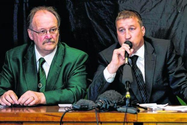 Mike Reilly, chairman of the Hibernian Supporters' Club, left, and former Hibs player Paul Kane