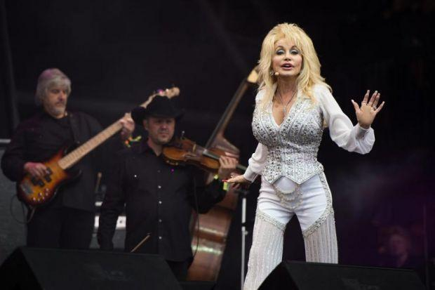 Dolly shines at Glastonbury