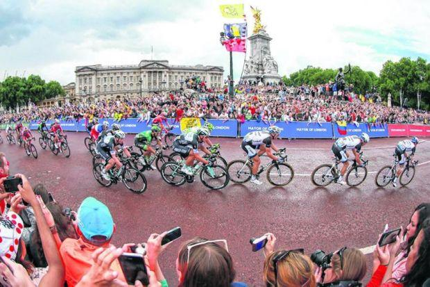 Tour de France leaders pass the Victoria Memorial and Buckingham Palace as they sprint for the finish. Picture: David Davies/PA
