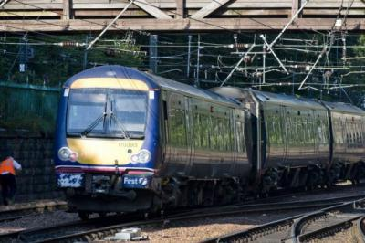 Man 'electrocuted' on Edinburgh to Glasgow line causing disruption to travel
