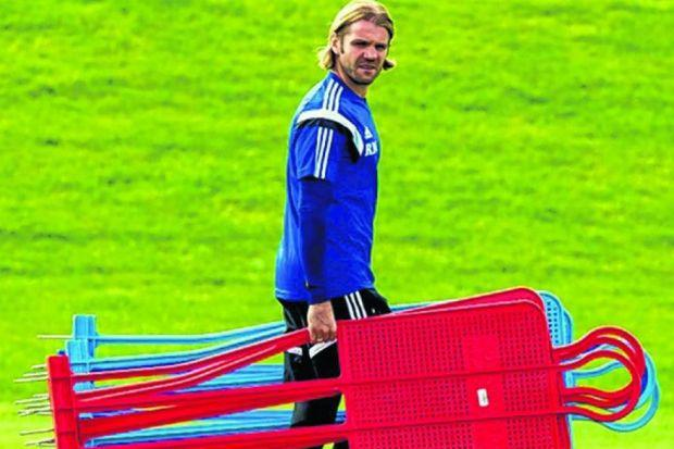 Robbie Neilson will remind his Hearts side to keep their cool amid the derby atmosphere. Picture: SNS