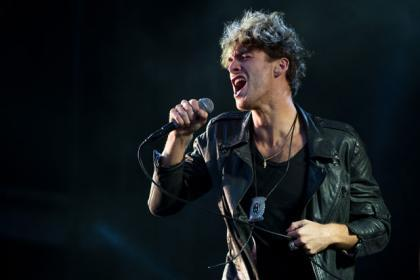 Video: Paolo Nutini acts up in Rolling Stone interview by dropping